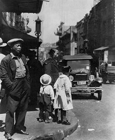 Arnold Genthe image of Chinatown in the 1920s San Francisco