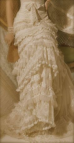 Gorgeous vintage look boho wedding dress Beautiful Gowns, Beautiful Outfits, Gorgeous Dress, Wedding Dress Styles, Wedding Gowns, Bridal Gown, Wedding Skirt, Wedding Venues, Vintage Dresses