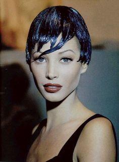 christie turlington 90s | Christy Turlington backstage at Chanel fall winter 1992/93 haute ...