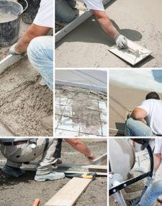 Mason la construcción de una capa de cemento mortero Foto de archivo