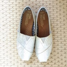TOMS Silver Glitter TOMS Silver Glitter • Good condition  Considering all offers through the offer button  TOMS Shoes