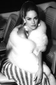 Sharon Stone in Casino. Did she not look amazing in this film? Sharon Stone Casino, Cheryl Crane, Mobsters Movie, Divas, Casino Movie, Lana Turner, Star Wars, Fur Fashion, Great Movies