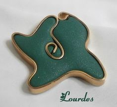 LOS TELARINES DE LULA: alambre plano Polymer Clay Projects, Resin Crafts, Polymer Clay Jewelry, Wire Jewelry, Beaded Jewelry, Jewelery, Pinterest Jewelry, Lesage, Clay Design