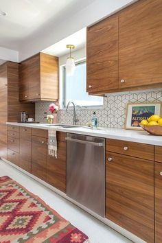 Check out this mid century modern kitchen renovation. A Vintage Splendor shares … Check out this mid century modern kitchen renovation. A Vintage Splendor shares tips, sources, and information to get an updated kitchen. Home Decor Kitchen, Kitchen Furniture, Kitchen Ideas, Furniture Stores, Kitchen Themes, Kitchen Inspiration, Apartment Kitchen, Furniture Design, Condo Kitchen