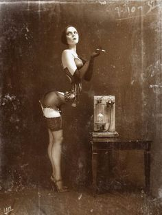 Pic from an old freak show. Vintage Circus, Old Circus, Foto Glamour, Human Oddities, Arte Obscura, Arte Horror, Weird And Wonderful, Vintage Photographs, Belle Photo