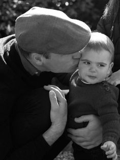 Duchess of Cambridge Releases Her Own Gorgeous Monochrome Christmas Photo - Familie Spruch Prince And Princess, Princess Kate, Princess Charlotte, Baby Prince, William Kate, Prince William And Catherine, Prince George Meme, Kate Middleton, Prince George British Columbia