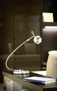 Malá, ale šikovná. To je stolní lampa CAVO