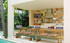Ladrilho hidráulico nas paredes, balcões ou churrasqueira: podendo ser o azulejo ou adesivos.