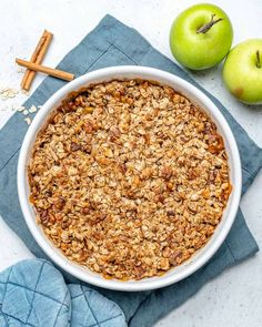 Easy to make apple crumble recipe thats healthy, vegan, gluten-free, and so scrumptious. A delightful addition to your festive gathering. Apple Crumble Topping, Healthy Apple Crumble, Apple Crumble Recipe, Pie Crumble, Apple Crisp Recipes, Oatmeal Recipes, Apple Cobbler, Apple Filling, Canned Apples