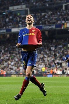 Pique celebrates with Barca traveling supporters - Real Madrid 2:6 FC Barcelona