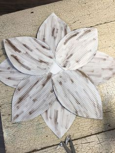 I folded my paper in half and then drew half of my petal. Tin Can Flowers, Paper Flowers Diy, Metal Flowers, Flower Crafts, Flower Diy, Fabric Flowers, Aluminum Can Crafts, Tin Can Crafts, Diy Crafts To Do