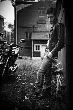 Boys of Summer Bike, James Dean vibe Senior Boy Photography, Motorcycle Photography, Photography Poses, Senior Pictures Boys, Senior Photos, Senior Portraits, Senior Posing, James Dean, Shooting Photo Moto
