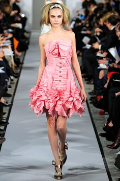 Oscar de la Renta Fall 2012 RTW - Review - Fashion Week - Runway, Fashion Shows and Collections - Vogue