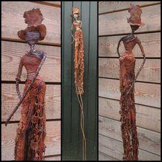 Peintures abstraites contemporaines réalisées à l'acrylique et au powertex. Statuettes au powertex réalisées sur une base en fils de fer.