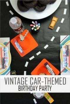 A vintage car-themed birthday party is perfect for any child who loves cars! These decoration and treat ideas are all you need to rev up the party. Hot Wheels Birthday, Race Car Birthday, Birthday Diy, Birthday Ideas, Festa Hot Wheels, Hot Wheels Party, Car Themed Parties, Cars Birthday Parties, Vintage Car Party