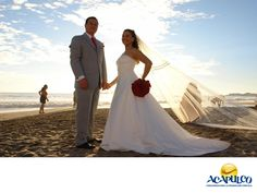 #casateenacapulco Celebra tu boda en uno de los mejores hoteles de Acapulco. TU BODA EN ACAPULCO. El Hotel Copacabana abre sus puertas para que celebres la boda de tus sueños. Sus instalaciones son increíbles, sus precios accesibles y podrás tener hacer un banquete entre 100 y 400 personas. Todos sus servicios son de gran calidad, que es el sello que caracteriza a este emblemático hotel de Acapulco. Te invitamos a realizar tu boda en este hotel del paradisiaco puerto de Acapulco…