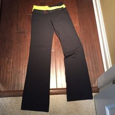 Lululemon boot cut pants Size 6, barely worn but were hemmed a little. Would fit anyone with height of 5'6-5'8. lululemon athletica Pants Boot Cut & Flare