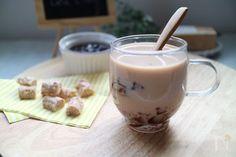 ミルクティーにプルプルの紅茶ゼリーをIN!  ミルクティーだけで飲むよりもさっぱり飲めてデザート感覚で楽しめます。