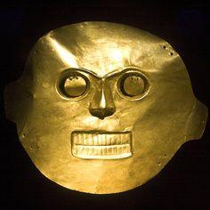 Máscara para aterrorizar. Arte precolombino, Museo del Oro, Bogotá DC, Colombia. by Álvaro Bueno,