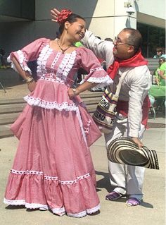 Vestuario tradicional de la Cumbia Colombian People, Colombian Girls, World In Motion, Costumes Around The World, Coloured Girls, Folk Costume, Traditional Dresses, Afro, Traveling By Yourself