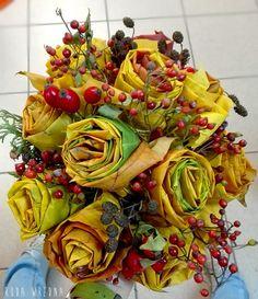 Bukiet róż z liści - na jesienną szarugę. Jak zrobić róże z liści klonowych.