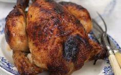 """Pui la cuptor pentru """"Provocarea secreta""""/ Roasted chicken with seasoned butter Roast Chicken Dinner, Roast Chicken Recipes, Barbecue Chicken, Roasted Chicken, Turkey Recipes, Dinner Recipes, Dinner Ideas, Baked Chicken, Baked Whole Chicken Recipes"""