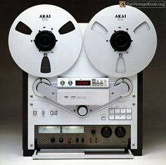 vintage Akai audiophile open-reel recorder masterpiece and bestseller Cd Audio, Audio Sound, Hifi Audio, Recording Equipment, Audio Equipment, Cassette Vhs, Big Speakers, Retro, Magnetic Tape