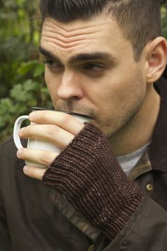 Free Knitting Pattern - Adult Gloves & Mittens: Maize