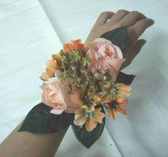 rose_wrist_corsage.jpg (2065×1941)