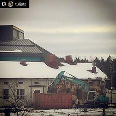 Moni meistä muistelee vanhaa puukoulua, joka sijaitsi kirjaston vieressä.  Flera av oss ser tillbaka på den gamla skolbyggnaden som revs i mars 2016.  #Repost @tuijatz ・・・ Puukoulu 💜  #muistojennikkilä