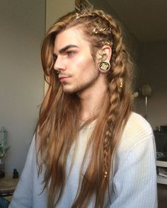 @lithunium.snow - Nils Kuiper | Thought I'd give this hairstyle a go, quite like it, just not sure I'd wear it outside to be completely honest  || QOTD: how tall are you? I'm 6'3!  || plugs+ear wraps from @askemblastore , gold leaf hair wraps from @regalrose || #lorealhair
