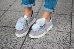 #pompomsneaker #pompom #sneaker #autumn #autumnoutfit #momjeans #bluejeans #waterfallcoat #outfit #ootd #styleappetite