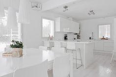 keittiosaareke-sisustus-vari-valkoinen