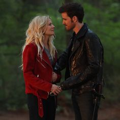 New loves, familiar faces, and exciting adventures! You won't want to miss a new #OnceUponATime this Friday! IS THERE A CAPTAIN SWAN BABY?!!?!