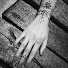 Women's Tattoo: Ideas for Finding the Perfect Tattoo – – Cuff Tattoo, Tattoo Bracelet, Wrist Tattoos, Mini Tattoos, Piercing Tattoo, Arm Band Tattoo, Body Art Tattoos, Small Tattoos, Sleeve Tattoos