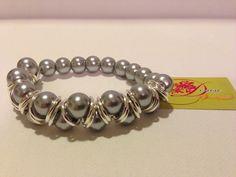 photo (23) pulsera de perlas grises y aros plateados.