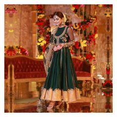 Never ending love for everything white 🥰 #indianstreetfashion . . . . #indianfashion #stylefile #indianbride #bridalwear #weddings…