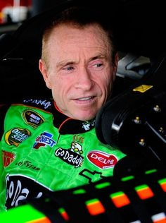mark martain the gentlemen racer, and my favorite nascar driver. Nascar Rules, Nascar Crash, Nascar Race Cars, Drag Racing, Auto Racing, Racing News, Nascar Champions, Mark Martin, Speed Racer