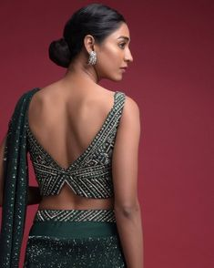 Latest Blouse Back Design Ideas For 2020 Brides-To-Be! These blouse back design ideas are all you need to add that X factor to your lehenga or saree. saree blouse designs, choli blouse designs at ShaadiWish. Sari Design, Choli Blouse Design, Sari Blouse Designs, Fancy Blouse Designs, Bridal Blouse Designs, Latest Blouse Neck Designs, Blouse Styles, Back Design Of Blouse, Back Neck Designs