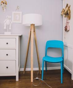 Scaun pentru living Ufo Blue #homedecor #interiordesign #inspiration #homedecor #homedesign Bar Chairs, Bar Stools, Kitchen Worktop, W 6, Tripod Lamp, Modern Chairs, Teak, Storage, Interior