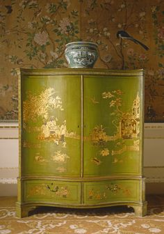 Japanned wardrobe by Thomas Chippendale at Nostell Priory, West Yorkshire.it is a piece of chinoiserie furniture based on chinese print called fretwork design . it is a real paint and the art on this antique is based on nature and reality . Asian Furniture, Oriental Furniture, Antique Furniture, Painted Furniture, Furniture Design, Furniture Ideas, Country Furniture, Bedroom Furniture, Lacquer Furniture