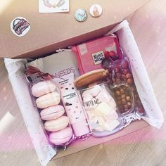 Super gifts for friends creative diy 65 ideas Cute Birthday Gift, Birthday Gift Baskets, Diy Gift Baskets, Birthday Gifts For Best Friend, Diy Birthday, Best Friend Gifts, Gifts For Friends, Raffle Baskets, Christmas Gift Box