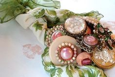 After receiving a request for vintage buttons and baubles on Etsy for a customer creating a wedding bouquet, I got curious about how one m. Button Bouquet, Button Flowers, Diy Flowers, Button Art, Button Crafts, Button Letters, Vintage Sewing, Vintage Items, Vintage Style