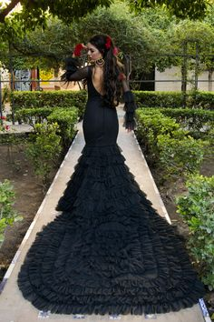 Black Flamenco Dress with long train and red roses Bridal Dresses, Wedding Gowns, Peacock Costume, Flamingo Dress, Gowns Of Elegance, Birthday Dresses, Dance Outfits, Traditional Dresses, Like4like