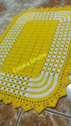 Large green red inches-christmas doily-crochet doily-christmas decor-gift for christmas-green tablecloth Crochet Doily Rug, Crochet Home, Crochet Granny, Filet Crochet, Cute Crochet, Baby Blanket Crochet, Knit Crochet, Crochet Blankets, Crochet Shawl
