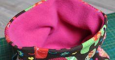 NÁKRČNÍK NÁVOD Naše děti rádi nosí tunelové nákrčníky. Na jaře a na podzim je mají ušité z tenkého úpletu. Mráz nás teď donutil vyt... Bags, Fashion, Handbags, Moda, Fashion Styles, Fashion Illustrations, Bag, Totes, Hand Bags