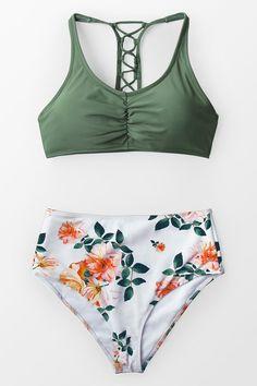 Celadon Green And Floral Bikini The green bikini top is equipped. The white-orange floral fitted high-waisted bikini bottom. Bikini Bandeau, Haut Bikini, Push Up Bikini, Monokini, Sexy Bikini, Bikini Floral, Green Bikini, Polka Dot Bikini, Bathing Suits