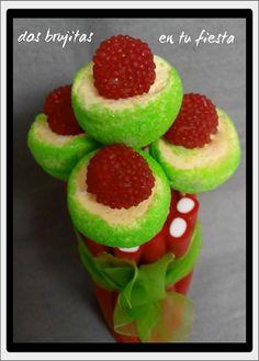 Bouquet dulce. Flores en rojo, verde y blanco. Candy bar. Fiesta temática. Mesa dulce. Chuches. Ramo novia.