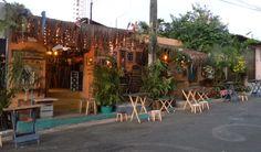 """O site Rent a Local Friend dá dicas para curtir Fortal, como é carinhosamente chamada a capital cearense. Apesar de conhecida como """"a cidade do sol"""", Fortaleza também tem um monte de bares para boêmio nenhum botar defeito! Confira aqui alguns dos favoritos dos típicos locais para curtir uma pegada brasileira e cerveja estupidamente gelada:...<br /><a class=""""more-link"""" href=""""https://catracalivre.com.br/geral/o-que-comer/indicacao/drops-local-friend-os-bares-de-fortaleza/"""">Continue lendo »</a>"""