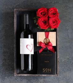Warm your palettes and complement the rich flavors of L. Burdick fine chocolates with a bottle of Core Campania: 'Red Wine & Candlelight' by Winston Flowers. Mens Bday Gifts, Birthday Gifts, Wine Gift Boxes, Wine Gifts, Flower Box Gift, Gift Flowers, Gift Box For Men, Valentines Gift Box, Gourmet Gift Baskets